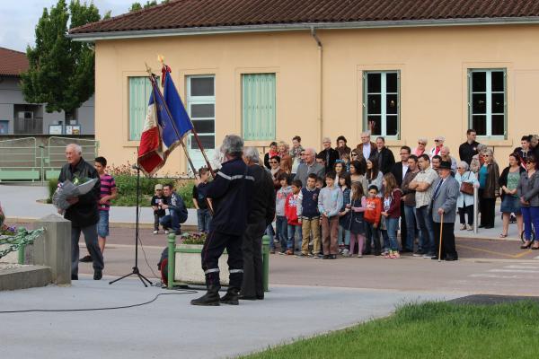 André Béreyziat a déposé la première gerbe sur le monument