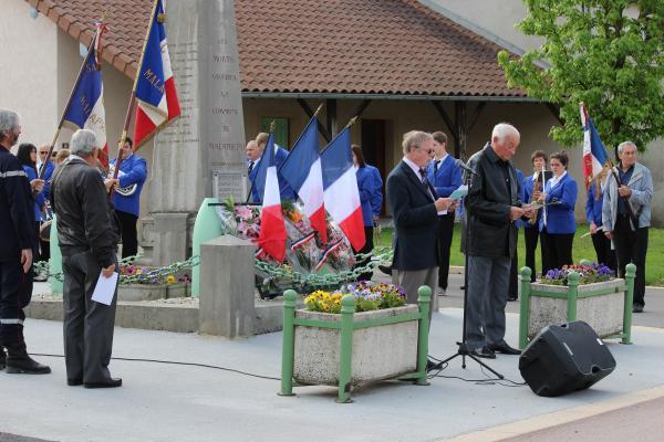 André Béreyziat, Président de l'association des anciens combattants et Alain Viviet, Maire de Malafretaz ont fait un discours