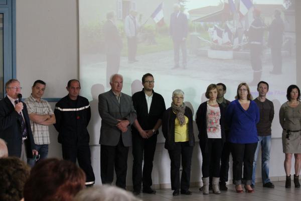 Lors du verre de l'amitié, Alain Viviet a présenté la nouvelle équipe municipale