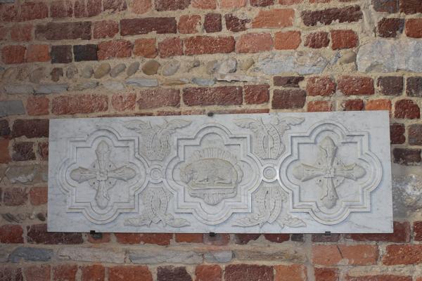 Une plaque représentant des armoiries
