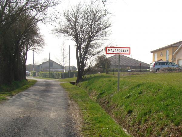 entrée nord du village, route du Costal