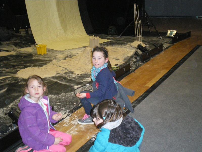 les élèves ont pu toucher le sable